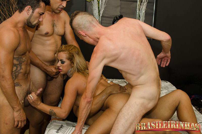 A gostosa elisa sanches e suas amigas em cenas de sexo 3