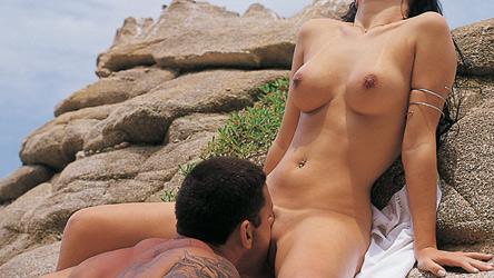 Frota e Cyane não se aguentam de tesão e trepam na praia deserta!