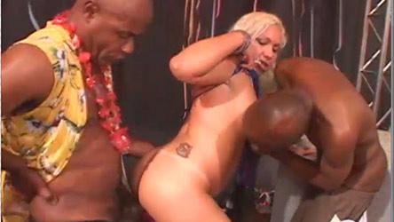 Bianca Soares comanda a orgia mais quente e gostosa do ano!