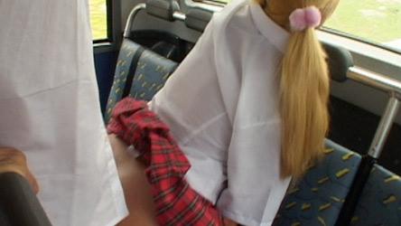 Na hora de voltar pra casa, as novinhas fode muito dentro do ônibus!