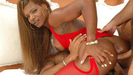 Sheila Brown faz dupla penetração com dois bem dotados.