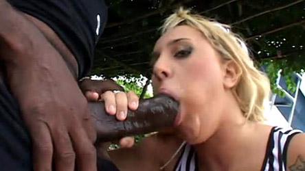 Lorena leva surra de pica na cara de Kid Bengala