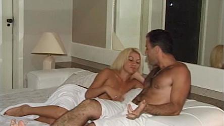Esposa safada libera o cu e deixa bem dotado gozar em sua boca